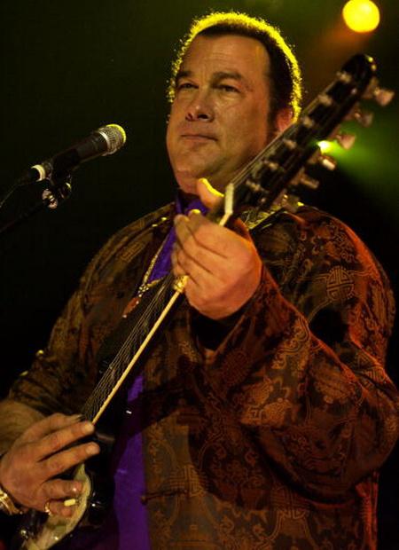 Одно из увлечений актера – гитара и блюз. Фото: Samir Hussein /Getty Images