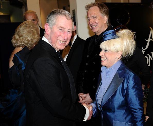 Премьера фильма «Алиса в Стране чудес». Принц Чарльз и актриса Барбара Винтсор. Лондон, 25 февраля 2010 года. Фото: AFP/Getty Images