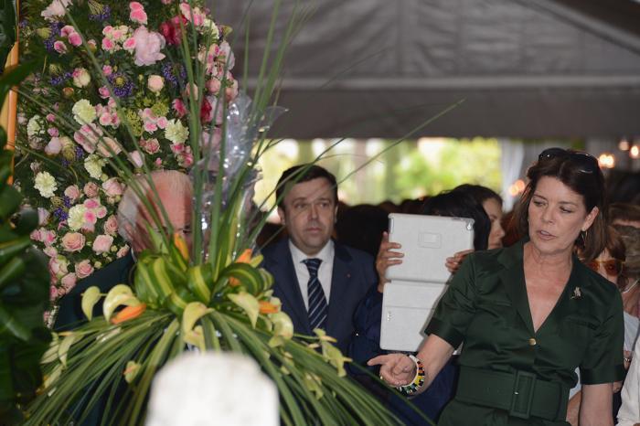 В открытие конкурса цветов Concours de Bouquets в Монако приняли участие принцесса Монако Каролина Ганноверская (Caroline of Hanover), Даниэль Рей (Danielle Rey) и Ив Пиаже (Yves Piaget).