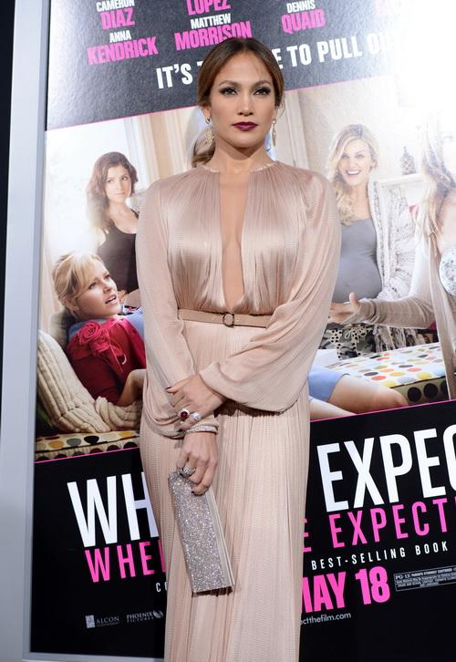 Дженнифер Лопес на премьере фильма  What To Expect When Youre Expecting в Голливуде.  Фоторепортаж. Фото: Kevin Winter/Getty Images