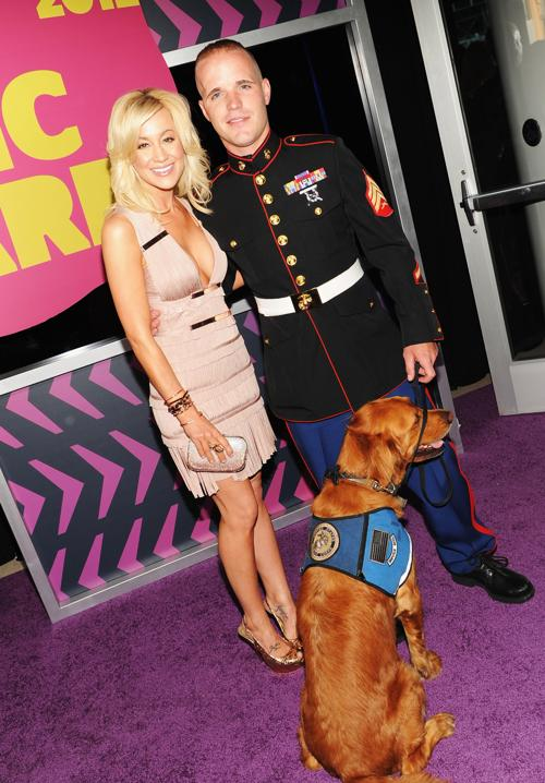 Участники CMT Music awards. Kellie Pickler; Sean DeBevoise. Фоторепортаж из  Нэшвилла. Фото: Rick Diamond/Getty Images for CMT