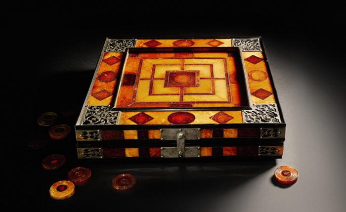 Настольная игра с 28 шашками, приписываемая мастеру Георгу Шрайберу (1-я половина XVII века), Германия, Кенигсберг, 1607, эстимейт – Ј300,000–500,000. Фото предоставлено пресс-службой SOTHEBY'S
