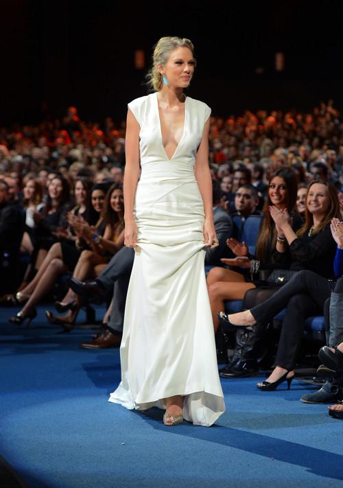 Тейлор Свифт на вручении наград Peoples Choice Awards-2013.  Фоторепортаж. Фото: Jason Merritt/Getty Images