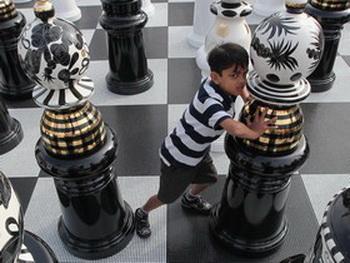 От Нью-Йорка до Янгуня — шахматный турнир Янива приводит его в разные концы мира. Фото: Dan Kitwood/Getty Images