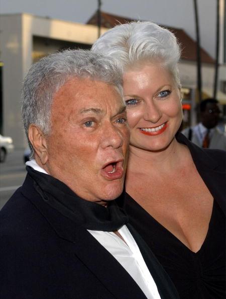 Тони Кертис (Tony Curtis) с женой Джилл Ванденберг Кертис. Фото: ALAIN FULCONIS/AFP/Getty Images
