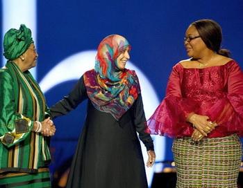 Лауреаты Нобелевской премии мира: президент Либерии Эллен Джонсон-Серлиф, йеменская правозащитница Тавакуль Карман и либерийская активистка Лейма Гбови в Осло 11 декабря. Фото: Odd Andersen/AFP/Getty Images