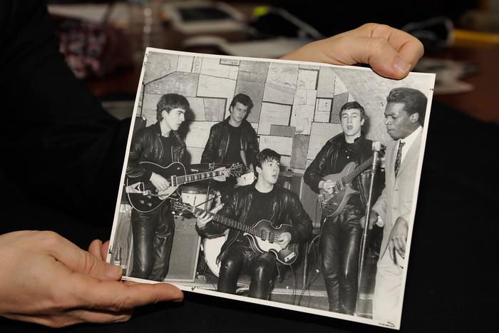 Полуакустическая гитара, на которой играли участники легендарной «ливерпульской четвёрки» The Beatles. Фото: Paul Marotta/Getty Images