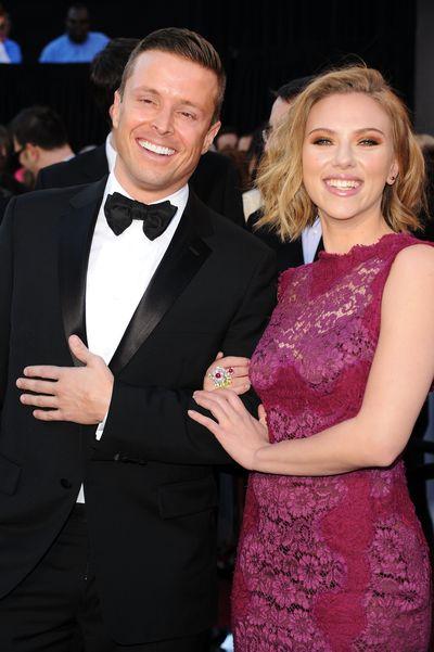 83-я церемония вручения призов Киноакадемии США «Оскар». Скарлетт Йоханссон и Джои Макота. Фото: Jason Merritt/Getty Images