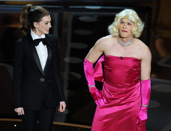 83-я церемония вручения призов Киноакадемии США «Оскар». Энн Хэтэуэй и Джеймс Франко. Фото: GABRIEL BOUYS/AFP/Getty Images
