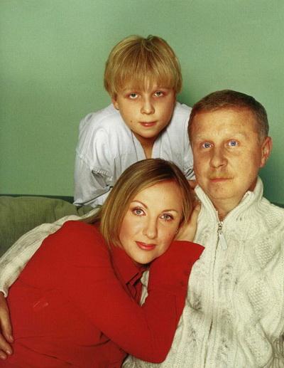 Елена Яковлева с супругом Валерием Шальных и сыном Денисом. Фото с сайта valerij-shalnyh.narod.ru