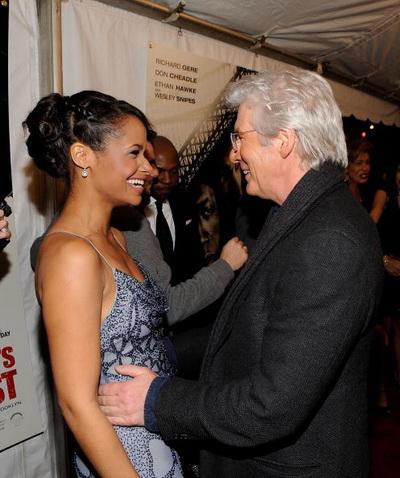 НЬЮ-ЙОРК – 2 МАРТА 2010: Актеры Шеннон Кэйн и Ричард Гир на премьере фильма «Бруклинские полицейские». Фото: Larry Busacca/Getty Images for Overture Films