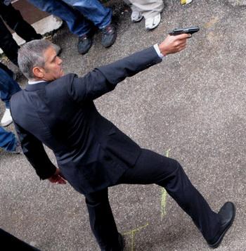 Актер Джордж Клуни на съемочной площадке фильма «Американец». Фото: TIZIANA FABI/AFP/Getty Images
