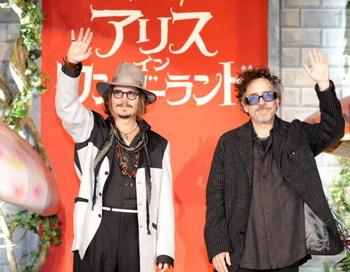 Джонни Депп и Тим Бертон на премьере фильма «Алиса в стране чудес» в Токио, Япония. Фото: YOSHIKAZU TSUNO/AFP/Getty Images