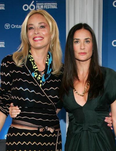 Актрисы Шэрон Стоун и  Деми Мур на пресс-конференции в Торонто, Канада. Фото: Evan Agostini/Getty Images