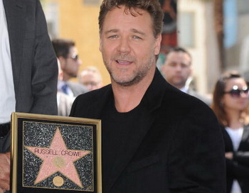Актер Рассел Кроу удостоен звезды на Аллее Славы в Голливуде, Калифорния. Фото: Jason Merritt/Getty Images