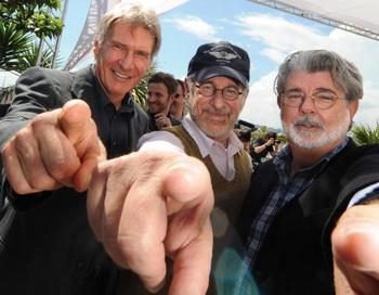 Харрисон Форд, режиссер Стивен Спилберг и продюсер Джордж Лукас решили создать еще одно продолжение франшизы «Индиана Джонс». Фото: GUY KINZIGER/AFP/Getty Images