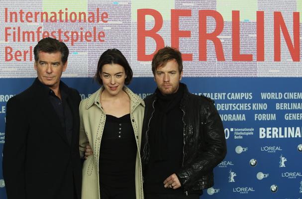 Актеры Пирс Броснан,  Оливия Уильямс и Юэн МакГрегор на пресс конференции «Безымянного автора». Фото: Sean Gallup/Getty Images