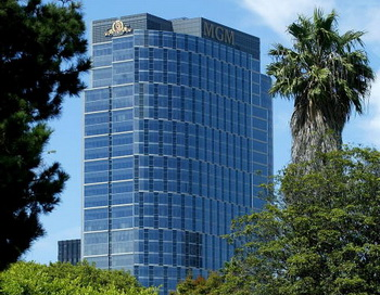 Здание киностудии MGM в Лос-Анджелесе, Калифорния. Фото: Carlo Allegri/Getty Images