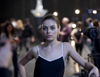 Мила Кунис в фильме «Черный лебедь». Фото с сайта filmz.ru