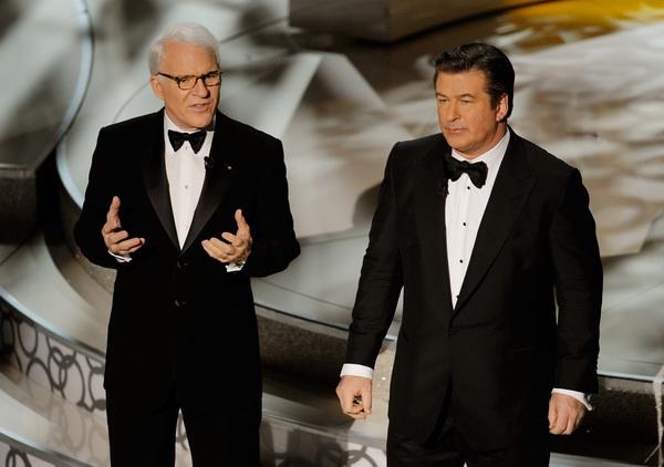 Актеры Стив Мартин и Алек Болдуин вели 82-ю ежегодную церемонию вручения приза Киноакадемии США «Оскар» в Голливуде, Калифорния. Фото: Kevin Winter/Getty Images