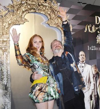 Актриса Лили Коул и режиссер Тери Гиллиам на премьере фильма в Токио, Япония. Фото: KAZUHIRO NOGI/AFP/Getty Images