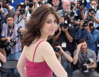 Итальянская режиссер Сабина Гуццати на кинофестивале в Каннах представила свой документальный фильм «Draquila». Фото: VALERY HACHE/AFP/Getty Images