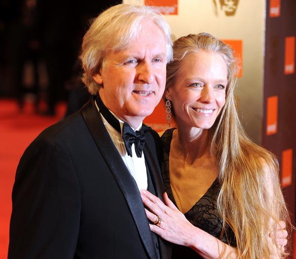 Церемония вручения наград Британской киноакадемии (BAFTA). Американский режиссер Джеймс Кэмерон с супругой Сьюзи Эймис. Фото: BEN STANSALL/AFP/Getty Images