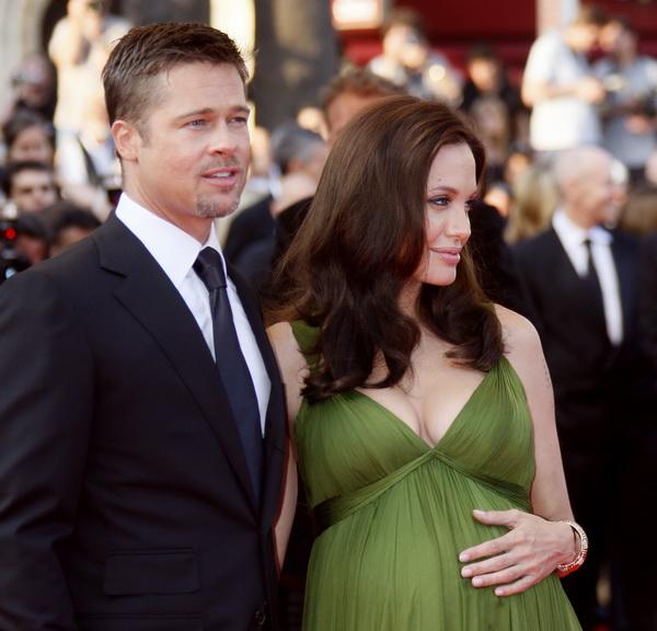 Брэд Питт - голубоглазый и везучий. Брэд Питт и Анджелина Джоли в мае 2008. Фото: FRANCOIS GUILLOT/AFP/Getty Images