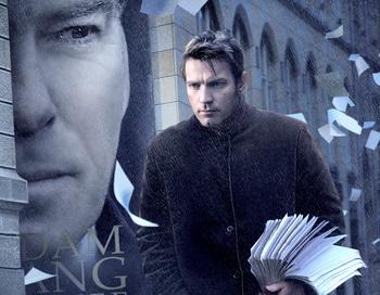 Юэн МакГрегор в роли безымянного автора в картине Романа Полански «Призрак». Фото с сайта kinofilms.com.ua