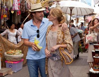Герои Хавьера Бардема и Джулии Робертс вместе в Бали, Индонезия. Фото: Francois Duhamel/Columbia Pictures