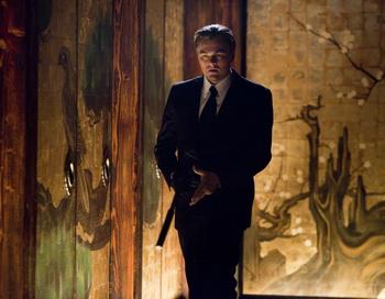 Леонардо ДиКаприо в фильме Кристофера Нолана «Начало». Фото с сайта filmz.ru
