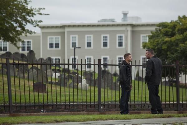 Кадр из фильма «Город воров». Фото с сайта collider.com