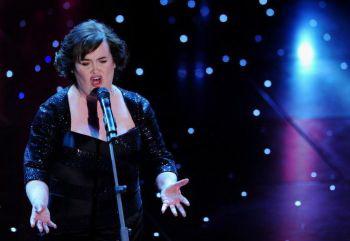 Британская певица Сьюзан Бойл выступает в театре