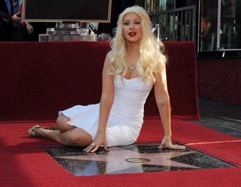 Кристина Агилера удостоилась звезды на Голливудской Алее славы. Фото: MARK RALSTON/AFP/Getty Images