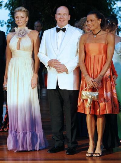 Бывшая спортсменка Шарлин Уитсток, принц Монако Альберт II и принцесса Монако Стефани в августе 2008 в Монако. Фото: VALERY HACHE/AFP/Getty Images
