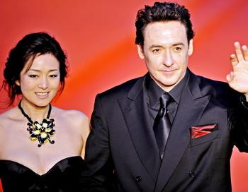 Среди участников Международного кинофестиваля в Шанхае китайская актриса Гун Ли и американский актер Джон Кьюсак. Фото: PHILIPPE LOPEZ/AFP/Getty Images