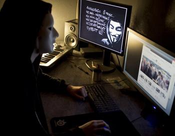Хакеры из Anonymous атаковали сайт МВД Великобритании. Фото: Jean-Philippe ksiazek/AFP