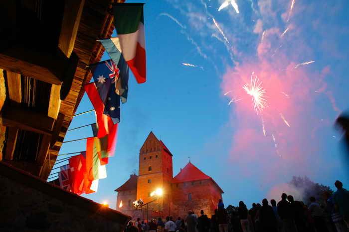 Литва. Фестиваль Средневековья пройдёт в Тракайском замке. Фото: Mindaugas Kulbis/Getty Images
