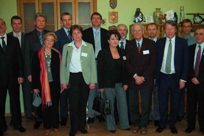 А. Коновалов и А. Дворкин (в центре второго ряда) с другими участниками конференции FECRIS. Фото предоставлено Владимиром Морозовым