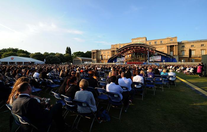 Праздничный концерт прошёл в первый день Коронационного фестиваля в саду Букингемского дворца 11 июля 2013 года. Фото: Stuart C. Wilson/Getty Images
