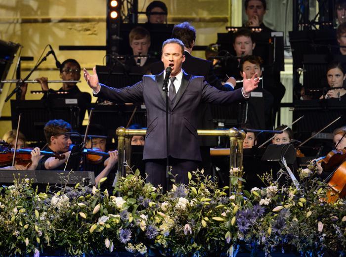 Рассел Уотсон выступил на концерте в первый день Коронационного фестиваля в саду Букингемского дворца (Лондон) 11 июля 2013 года. Фото: Dominic Lipinski - WPA Pool/Getty Images