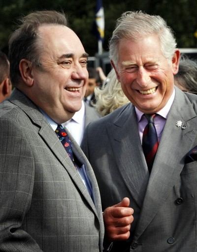 Фоторепортаж о принце Чарльзе и герцогине Корнуольской Камилле, посетивших ипподром в Шотландии. Фото: Danny Lawson - WPA Pool/Getty Images