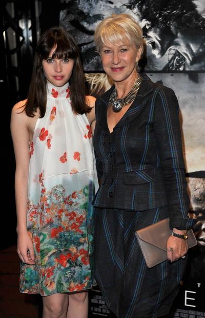 «Буря». Фелисити Джонс и Хелен Миррен на показе фильма «Буря» в Лондоне, Англия. Фото: Gareth Cattermole/Getty Images