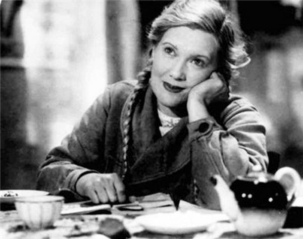 Любовь Орлова. Кадр из кинофильма «Светлый путь» (1941). Фото с сайта kino-teatr.ru