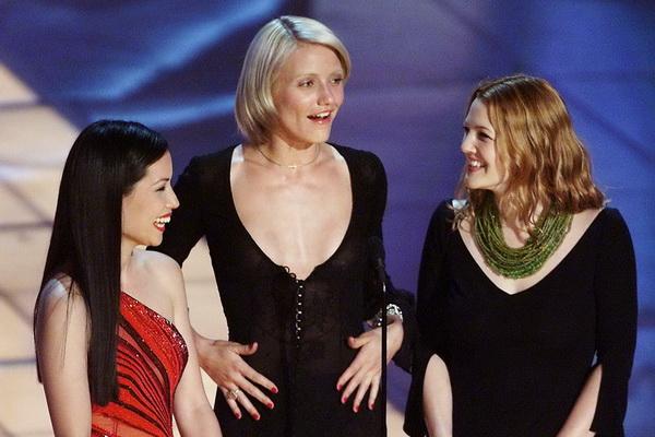 Люси Лиу, Кэмерон Диаз и Дрю Бэрримор на 72-й церемонии вручения приза Киноакадемии США «Оскар». 2000 год. Фото: TIMOTHY A. CLARY/AFP/Getty Images