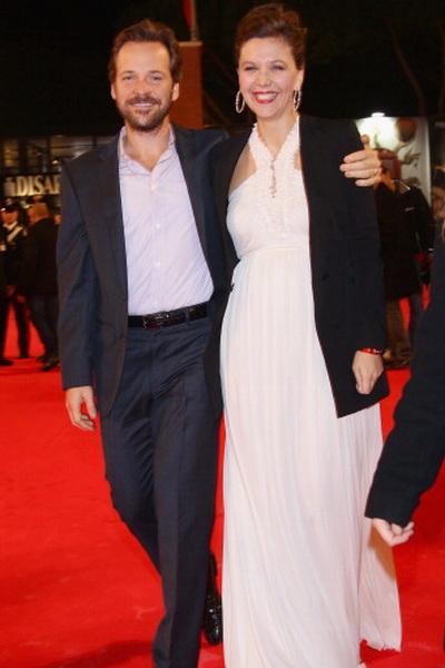 «Без истерики». Мэгги Джилленхол с супругом – актером Питером Сарсгаардом на премьере фильма «Без истерики!» в Риме. Фото: Vittorio Zunino Celotto/Getty Images for Lancia