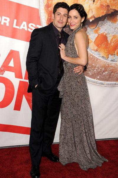 «Американский пирог: Все в сборе». Джейсон Биггз (Джим) с супругой Дженни Моллен на премьере фильма «Американский пирог: Все в сборе» в Голливуде, Калифорния. Фото: Frazer Harrison/Getty Images