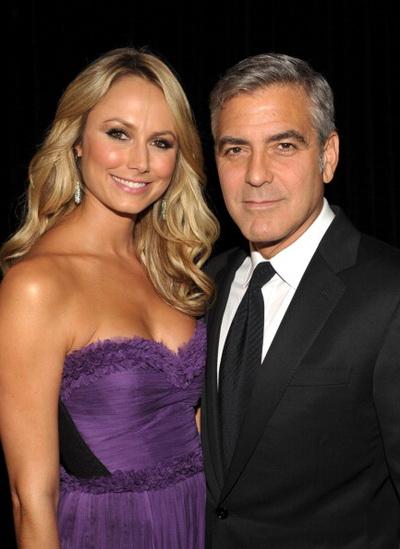 Джордж Клуни. Джордж Клуни со своей девушкой Стэйси Кейблер. 2011 год. Фото: John Shearer/Getty Images for Hollywood Film Awards