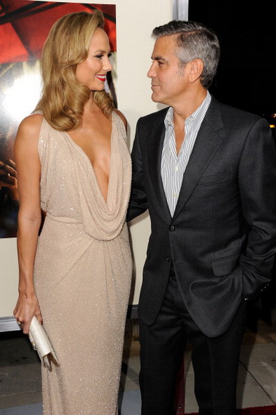 Джордж Клуни. Джордж Клуни со своей девушкой Стэйси Кейблер на премьере фильма «Потомки». 2011 год. Фото:Frazer Harrison/Getty Images