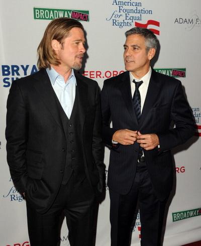 Джордж Клуни. Брэд Питт и Джордж Клуни на премьере фильма «8». 2012 год. Фото: Kevin Winter/Getty Images